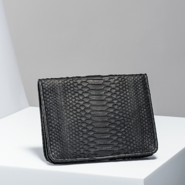 Claris Virot: Clutch Roland Black - Hiphunters Shop